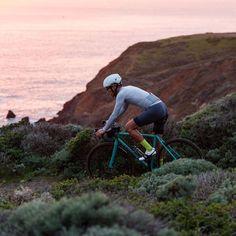 Can anyone ID this helmet? : CyclingFashion