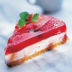 Ostelagkage med hvid chokolade og jordbærfrugtgelé opskrift   Dr. Oetker