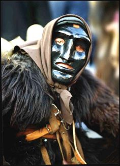 Mamuthone, maschera di Mamoiada http://agenda.filastrocche.it/wp-content/uploads/2008/02/mmm.jpg