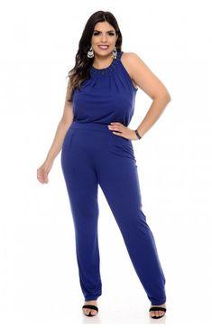 43387a95e8 Macacão plus size azul confeccionado em malha viscolycra sem manga com  lindo detalhe bordado no decote