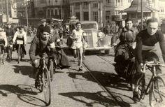 Galata Köprüsü Üstünde Bisikletliler