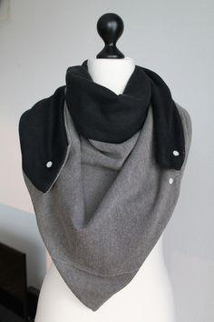 Dreieckstuck in Schwarz-Grau mit Knöpfen / triangle scarf, loop, grey and black, fashion made by Farbband via DaWanda.com
