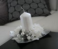 Pillar Candles, Floral Arrangements, Christmas Decorations, Noel, Crafting, Flower Arrangement, Flower Arrangements, Christmas Decor, Candles