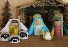 Continuamos con las manualidades, ya hemos hecho el calendario de adviento, preparado las postales navideñas y ahora toca hacer el belén DIY. Después de haber utilizado en años anteriores los huevos y tapones de corcho, este año nos hemos decantado por un clásico, los rollos de papel higiénico. Hemos intentado decorarlo íntegramente con papel, como utilizábamo ... Homemade Christmas Decorations, Christmas Crafts For Kids To Make, Toddler Christmas, Christmas Activities, Xmas Crafts, Christmas Projects, Nativity Crafts, Christmas Nativity, Christmas Diy