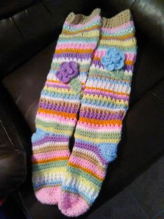 I'm sure I could copy this picture. Crochet knee socks by CarlasHotOffTheHook on Etsy Crochet Boot Cuffs, Crochet Leg Warmers, Crochet Boots, Crochet Gloves, Crochet Slippers, Cute Crochet, Crochet Scarves, Knitting Socks, Crochet Crafts