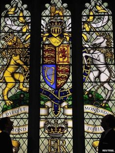 The stained-glass window, designed by John Reyntiens for Westminster Hall, commemorating Queen Elizabeth II's Diamond Jubilee, features the Royal Arms. (Digitalhen.co.uk)