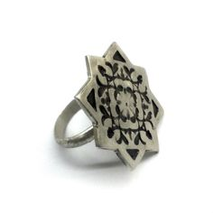 Stelring silver faceted arabesque ring by applenamedD on Etsy, €55.00