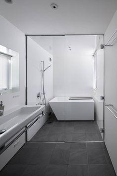 Small bathroom solutions- Around the water: A bathroom created by a plus atelier first-class architect office. Bathroom Interior Design, Bathroom Styling, Home Interior, Interior Design Living Room, Yellow Bathrooms, Dream Bathrooms, Small Bathroom, Bathroom Ideas, Japanese Style Bathroom