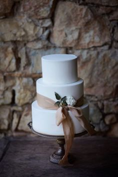 Minimalistic wedding cake