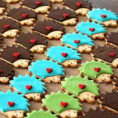 Baked animal cookies with sugar cookies recipe and decorate them with royal icing, both pipe and flood method. – Page 2 of 2 Animal Cookies Recipe, Sugar Cookies Recipe, Cookie Recipes, Cookie Ideas, Iced Cookies, Cut Out Cookies, Cake Cookies, Hedgehog Cookies, Hedgehog Cake