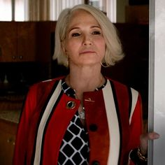 Animal Kingdom Tv Show, Ellen Barkin, Short Hair Styles, Tv Shows, Hair Makeup, Hair Cuts, My Style, Animals, Bob Styles