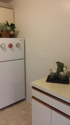 Right side of the kitchen, with a convenient corner island!