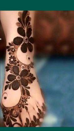 Pretty Henna Designs, Modern Henna Designs, Rose Mehndi Designs, Legs Mehndi Design, Mehndi Design Photos, New Bridal Mehndi Designs, Mehndi Designs For Fingers, Latest Mehndi Designs, Mehndi Designs For Hands