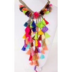 Collar con pompones multicolor. Boho chic, hippie