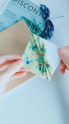 Cool Paper Crafts, Paper Crafts Origami, Diy Crafts For Gifts, Diy Arts And Crafts, Diy Paper, Paper Bows, Decor Crafts, Bookmark Craft, Oragami Bookmark