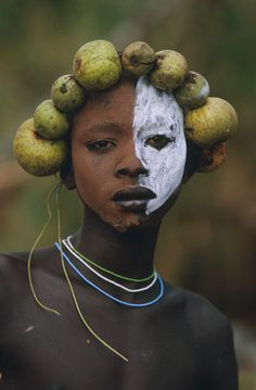 Tribal Adornment, Omo Valley, Ethiopia [Photo by Hans Silvester] -xo- - Art Cara Tribal, Tribal Face, Cultures Du Monde, World Cultures, African Tribes, African Art, 3d Foto, Tribal People, African Culture