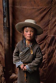 I just could not resist this disheveled little boy from Tibet. I think he is absolutely adorable! Such a precious little face! - (Photo by Steve McCurry) Steve Mccurry, We Are The World, People Around The World, Beautiful Children, Beautiful People, Precious Children, Beautiful Smile, Afghan Girl, Foto Art