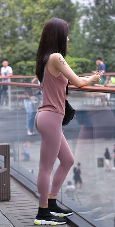 Tight camisole patches pink tight leggings, showing the slender body shape. Pretty Blonde Girls, Pretty Asian Girl, Cute Asian Girls, Beautiful Asian Women, Sexy Hot Girls, Cute Girls, Girls In Leggings, Pink Leggings, Tight Leggings