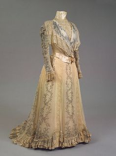 Worth dress of Empress Maria Feodorovna, 1898 From the State... - Fripperies and Fobs