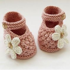 Discover thousands of images about Hand Knitted Baby Shoes-Booties - Folksy Knit Baby Shoes, Cute Baby Shoes, Knitted Baby Clothes, Crochet Shoes, Crochet Baby Booties, Baby Socks, Crochet Slippers, Baby Hats, Baby Girl Patterns