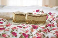 Raw Vegan Tiramisu Recipe Desserts with almonds, pitted dates, ground coffee… Raw Vegan Desserts, Raw Vegan Recipes, Vegan Treats, Italian Desserts, Paleo Vegan, Vegan Food, Cooking Recipes, Healthy Desserts, Delicious Desserts