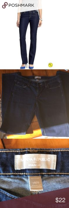 BANANA REPUBLIC JEANS SIZE 28/6 Like new use one time they are a little tight on me the first picture is to see how they fit 👖🌸💐 Banana Republic Jeans Straight Leg