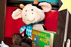 Goodnight Moon Baby Shower {Part 1: Tabletop & Decor + Printables}