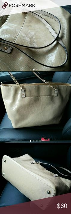 MK SHOULDER BAG I would say In great used condition. But everyone does have different perspectives on that. Over all the bag has Very minimal wear . Michael Kors Bags Shoulder Bags