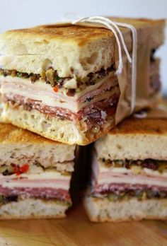 muffaletta sandwiches would make life easy on our Perfect Picnic! Soup And Sandwich, Sandwich Recipes, Picnic Recipes, Cake Recipes, Sandwich Board, Paninis, Muffaletta Recipe, Snacks Saludables, Gourmet