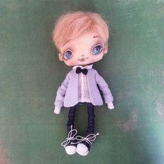 У меня сегодня парень !)))) Почти готов ..) еще несколько деталек  осталось доделать ...у него еще будут две сестрички и мама с папой ))) всем привеет ! И хорошего вечера !♥ P.s. заказы принимаю на май  #кукла#куклы#куколка#doll#dolls#ooak #puppet #artdoll #shophandmade #ярмаркамастеров #ручнаяработа #своимируками #mysolutionforlife #handmade #handmadewithlove #мальчики #подарок#подарки#подарокдевушке #декордетской #текстильнаякукла #авторскаяработа #авторскаякукла…