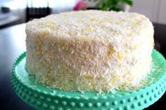 Coconut cake with lemon mousse - make a lowcarb coconut cake, fill with lemon mousse - use Swerve or other erythritol/stevia sweetener. Bagan, Lemon Mousse, Beautiful Cakes, No Bake Cake, Vanilla Cake, Baking Recipes, Cake Decorating, Food And Drink, Deserts