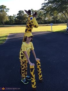 Cute No-Sew Giraffe Costume. Coolest Halloween Costume Contest I made this giraffe costume for my daughter mostly out of recycled cardboard, hot glue, quilt batting, and felt. I made a skull from str. Easy Homemade Halloween Costumes, Halloween Costume Contest, Halloween Costumes For Kids, Halloween Couples, Group Halloween, Halloween 2020, Lion King Play, Lion King Jr, Safari Costume