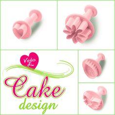 """Abbiamo realizzato degli attrezzi facili da utilizzare e per tutti, senza essere delle provette cake designer possiamo facilmente decorare i nostri dolcetti.  Ecco qui alcune idee, della nostra nuova linea """"Voglia di... Cake Design"""""""