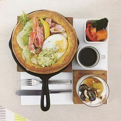 . gooooooood morning wednesday :-D))) . #goodmorning #morning #breakfast #yummy #goodfood #instafood #onthetable  #homemade #foodie #foodstagram #foodphotography #foodphoto #yum #2eat2gether #top_food_of_instagram #S_S_iloveBreakfast #朝食 #早餐 #朝ごパン #パンケーキ #pancake #ovenpancake #dutchbaby #烘培 #baking #鬆餅 #鐵鍋鬆餅 #酪梨鮮蝦培根蛋鐵鍋鬆餅