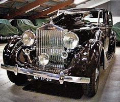 1939 Rolls Royce Phantom III with division by H. Rolls Royce Phantom, Auto Retro, Retro Cars, Vintage Cars, Classic Rolls Royce, Old Rolls Royce, Bentley Rolls Royce, Rolls Royce Motor Cars, Mercedes Sls