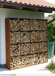 You want to build a outdoor firewood rack? Here is a some firewood storage and creative firewood rack ideas for outdoors. Lots of great building tutorials and DIY-friendly inspirations! Outdoor Firewood Rack, Indoor Firewood Storage, Outdoor Storage, Diy Yard Storage, Wood Store, Garden Design, House Design, Wood Shed, Outdoor Living