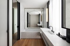 Journelles - Your Daily Dose of Fashion, Beauty + Interior Bathroom Mirror Design, Wood Bathroom, Bathroom Interior, Modern Bathroom, Simple Bathroom, Bathroom Bath, White Bathroom, Bad Inspiration, Bathroom Inspiration