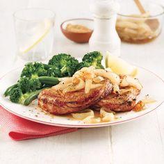 Filet de porc aux poires et vin rouge - 5 ingredients 15 minutes Filets, Orzo, Bbq, Chicken, Magazines, Bacon, Photos, Chops Recipe, Caramelized Onions