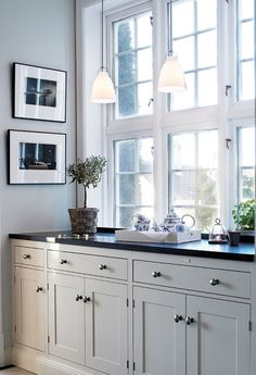 Kvänum - studio karin Painted Cupboards, Painting Kitchen Cabinets, White Buffet, Grey Kitchens, Home Kitchens, Kitchen Pantry, Kitchen Dining, Kitchen Decor, Laque