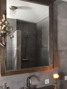 Badkamer in Hoffz Style gemaakt door Arie van Veluw uit Nijkerk. Tegels gekocht bij Geba uit Nijkerkerveen Bathroom Lighting, Mirror, Furniture, Home Decor, Bathrooms, Bath, Bathroom Light Fittings, Bathroom Vanity Lighting, Decoration Home