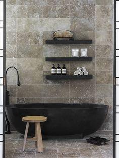 Apaiser Seascapes bath : Black tub and shelves!