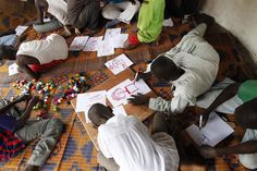 Art terapy | Former child soldiers draw in a UNICEF-assisted transit centre in the Central African Republic (CAR). Photo: UNICEF/Brian Sokol