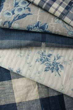 blue and white textiles French Country Fabric, French Fabric, Estilo Country, Shabby, Linens And Lace, Fabulous Fabrics, Vintage Textiles, Fabric Wallpaper, Fabric Patterns
