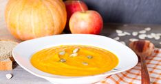 When is the right time to introduce pumpkin for babies? Learn all about its benefits, nutrition and healthy pumpkin recipes for your baby. Meat Baby Food, Chicken Baby Food, Baby Food By Age, Baby Food Recipes, Cooking Recipes, Homemade Yogurt, Homemade Baby Foods, Freezing Baby Food