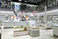 Swarovski Kristallwelten Store Innsbruck delights with its uniqueness and a wide range of Swarovski products, as it brings togethernumerous Swarovski product lines.
