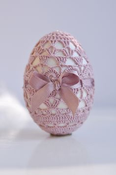 vintage crochet egg must work out a pattern for this old traditional craft for easter Holiday Crochet, Easter Crochet, Crochet Home, Crochet Crafts, Crochet Projects, Egg Crafts, Yarn Crafts, Easter Crafts, Easter Decor