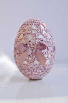 Egg in crochet dress !