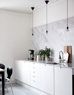 grey painted floorboards - carrara marble counters and backsplash - grey-white kitchen Kitchen Interior, Kitchen Decor, Kitchen Ideas, Design Kitchen, Skandi Kitchen, Kitchen Dining, Kitchen Cabinets, Kitchen Lamps, Cheap Kitchen