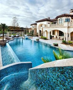 When it comes to backyards - it doesn't get much better than this! By Jauregui Architecture