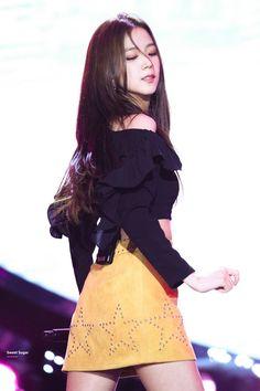 Blackpink Jisoo, Yg Entertainment, South Korean Girls, Korean Girl Groups, K Pop, Black Pink ジス, Blackpink Debut, Blackpink Members, Lisa